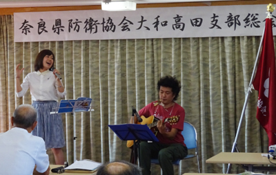 シンガーソングライターの山口采希(アヤキ)さん